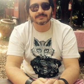 Paulo neto com a camiseta Camiseta Rock Foxy