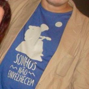 Paulo neto com a camiseta Camiseta Clube da Esquina