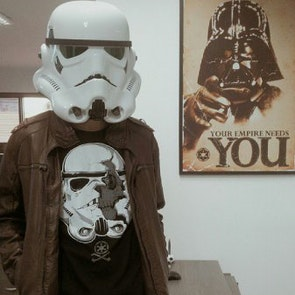 Gustavo com a camiseta Camiseta Stormtrooper
