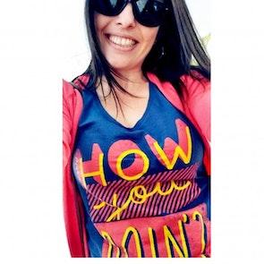 Gizeli cristina com a camiseta Camiseta How You Doin'