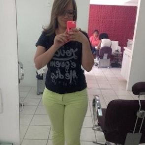 Natália com a camiseta Camiseta Balada do Louco