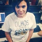 Andressa Souza Costa veste Camiseta Capitu
