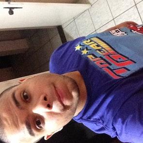 Rodrigo  com a camiseta Camiseta Top Gear