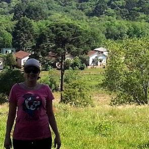 Michele  com a camiseta Camiseta Almodóvar
