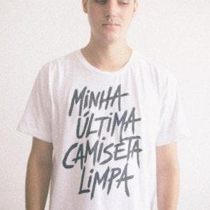 Alan roger com a camiseta Camiseta Última Camiseta