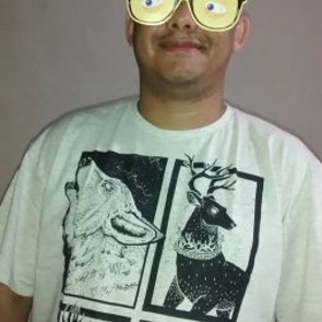 Fabricio Luciano com a camiseta Camiseta Guerra dos Tronos