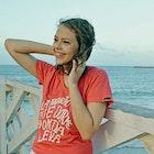 Larissa Fiuza Dias veste Camiseta Camarão